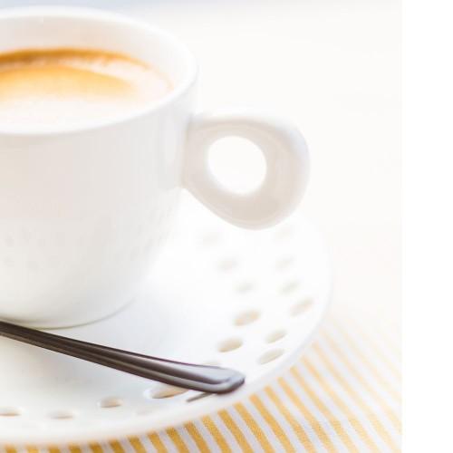 Tasse à café avec sa sous tasse perforées