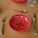 Service couscoussier avec assiettes jattes Tatoué rouge - 6 pers