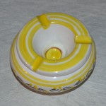 Cendrier anti fumée Tatoué jaune et blanc - Mini modèle